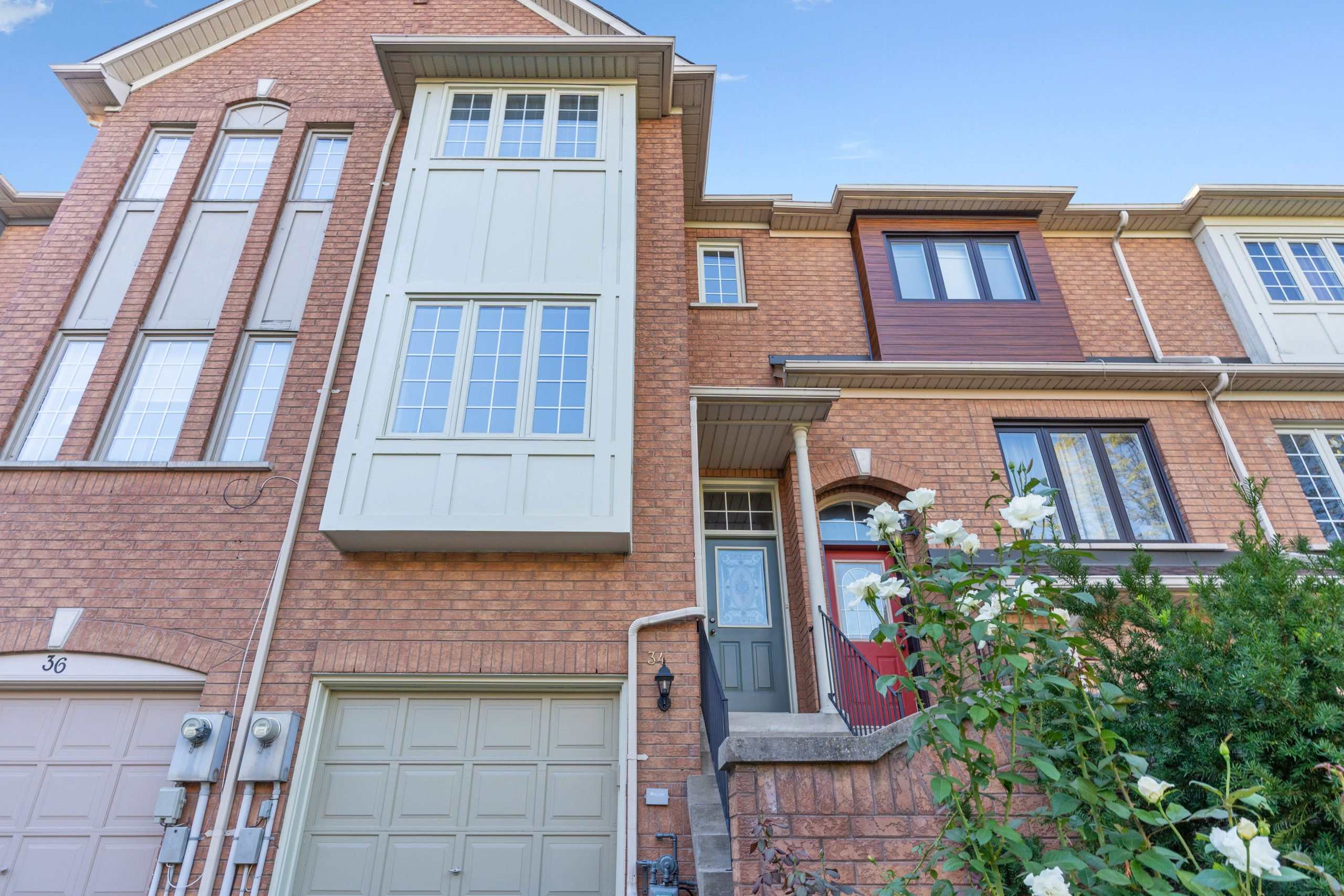 34 BLUEWATER COURT – A STUNNING MIMICO TOWNHOUSE