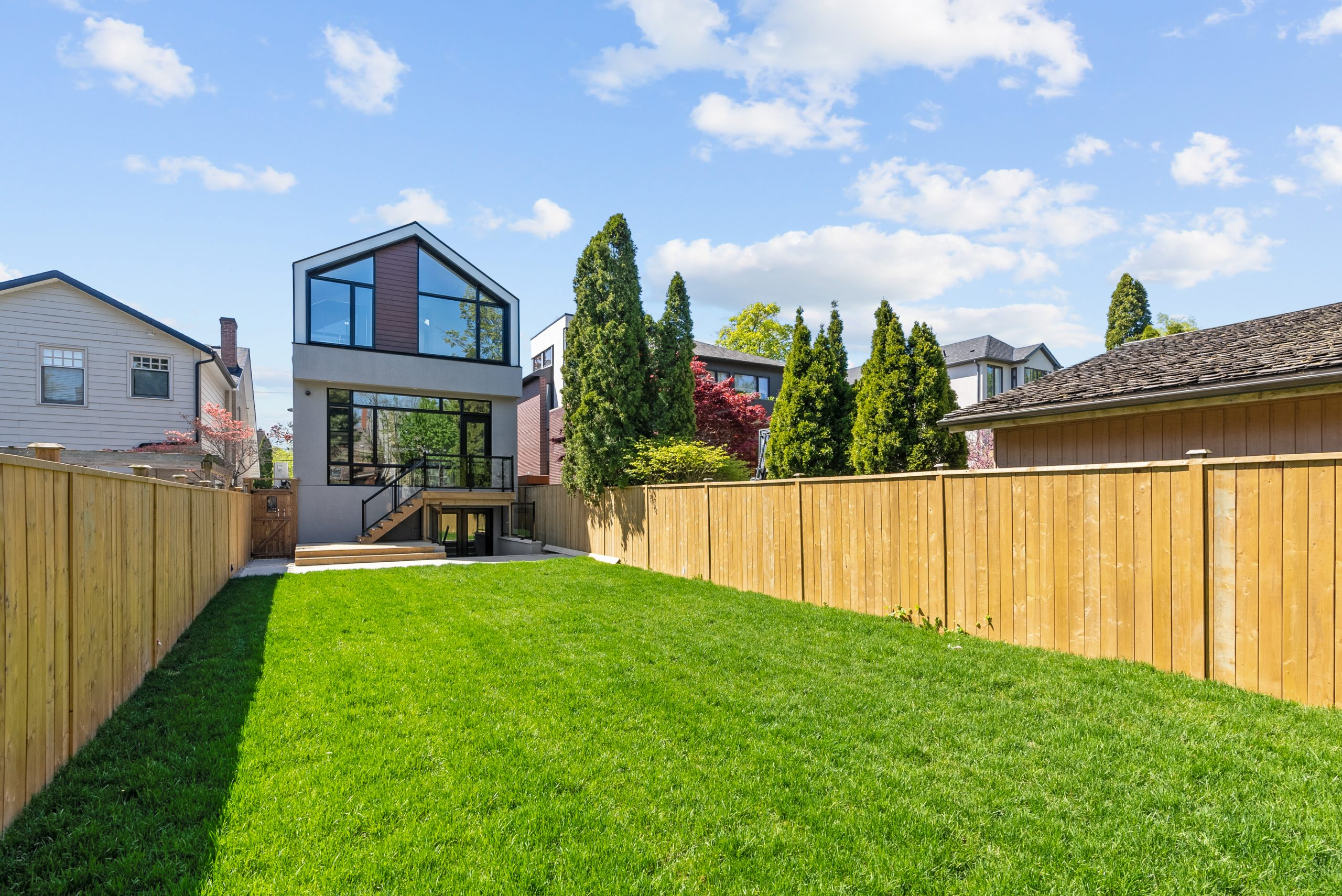 GORGEOUS CUSTOM BUILT HOME IN LAWRENCE PARK
