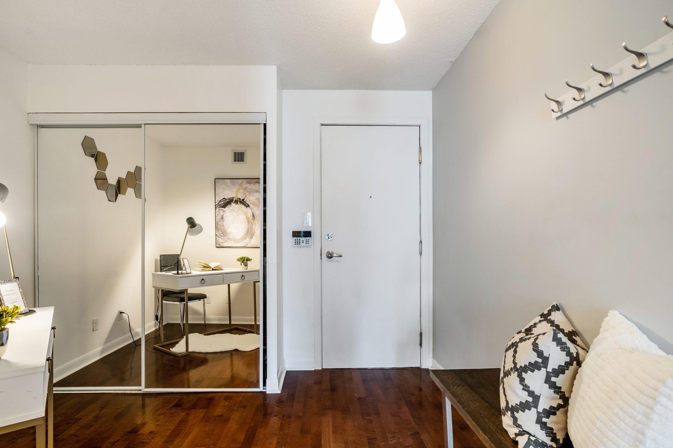 BRIGHT AND SPACIOUS 1 BEDROOM+DEN TRIDEL-BUILT TORONTO CONDO